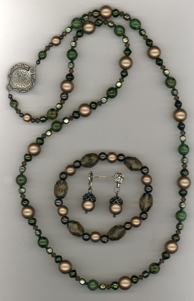 Gift For The Holidays ~ Vintage Green Beaded Jewelry Set