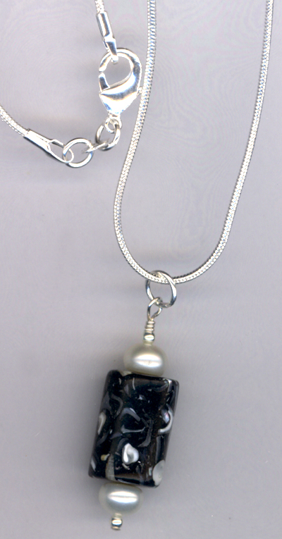 Black & White Stunning Pearl Necklace